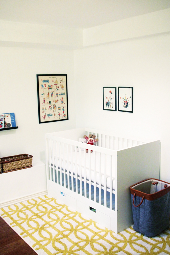 Nursery in primary colours // We So Thrifty